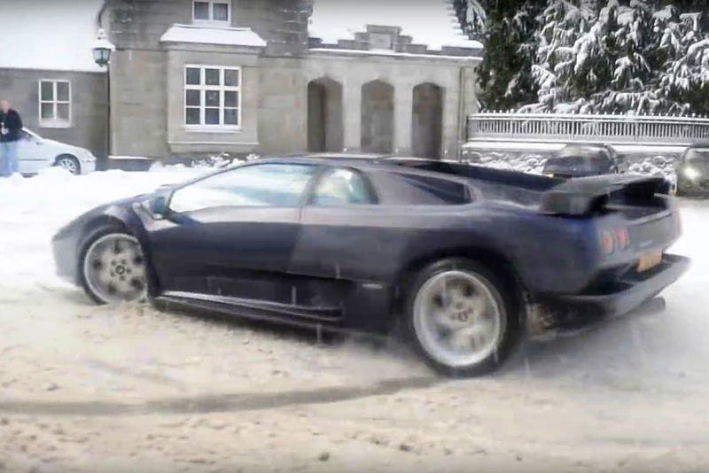 Video Diablo Sv 6.0 And Ferrari 355 Slowly Drifting On Snow