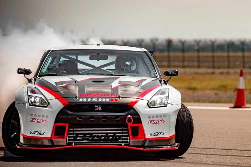 Video: Nissan Gt-r Breaks Guinness World Records Title For The Fastest Drift At 304.96 Km/h! 1