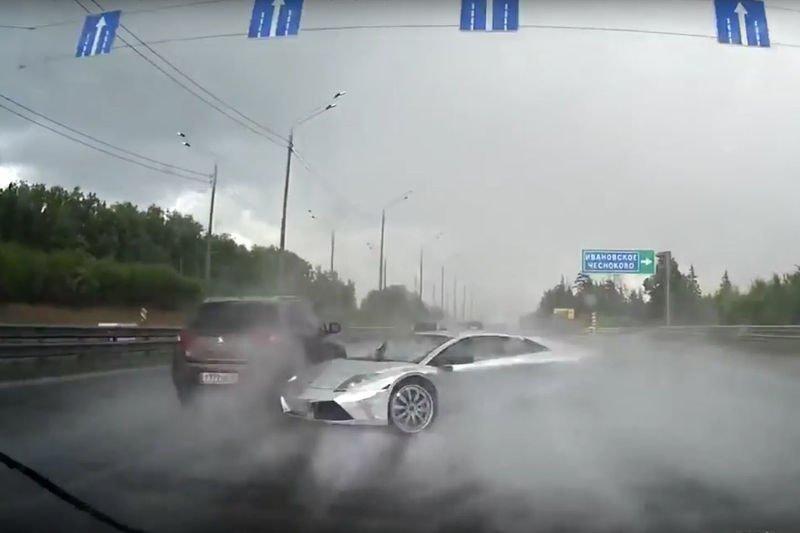 Video Lamborghini Murcielago Spins Out In The Rain And Crashes Hard
