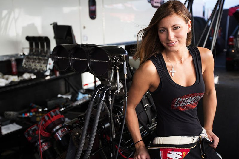 Video: A Chick That Drives A 11000hp Dragster, Say What!? 1