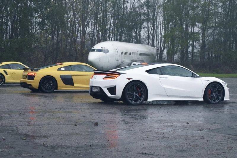 Video: Honda Nsx Vs Audi R8 V10 Vs Porsche 911 Turbo!! 1