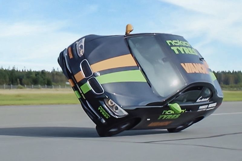 Video: Crazy Driver Sets World Speed Record Driving On Two Wheels!! 1
