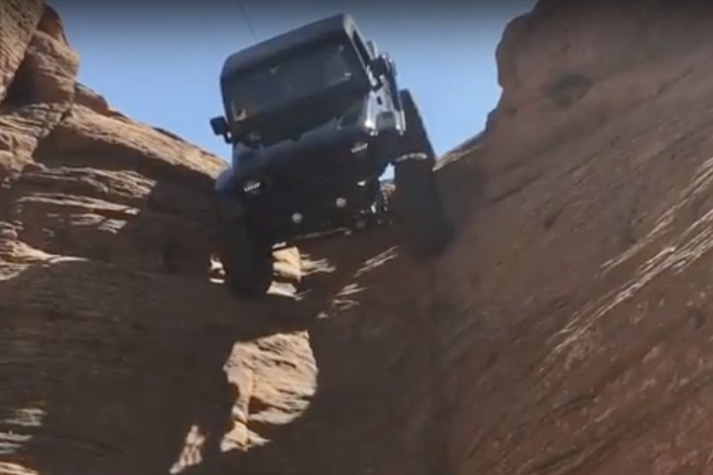 Video: Customized Jeep Drives Down A Vertical Shaft! 1