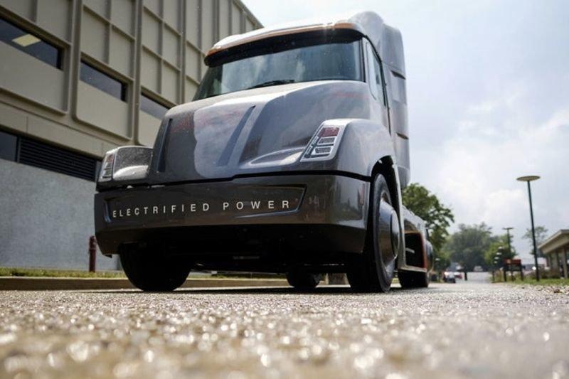 This All-electric Cummins Aeon Beats Tesla! 1