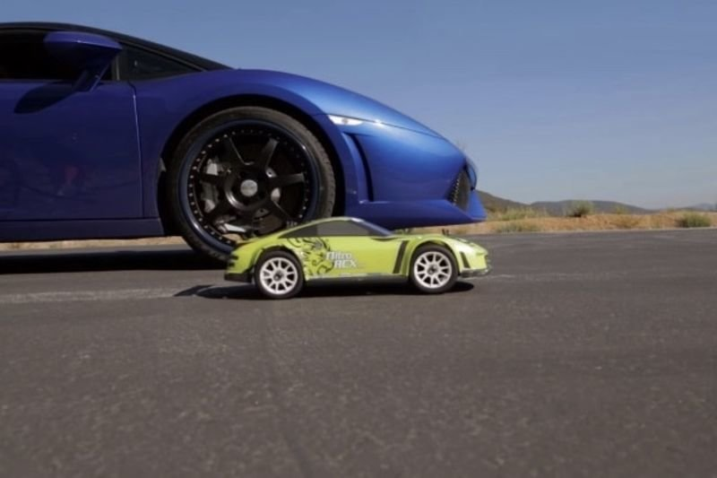Video: Which One Is Faster? R/c Car Vs 550hp Lambo... 1