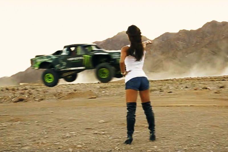 Video: Cars, Girls, Guns, Tanks .... And Dan Bilzerian! 1