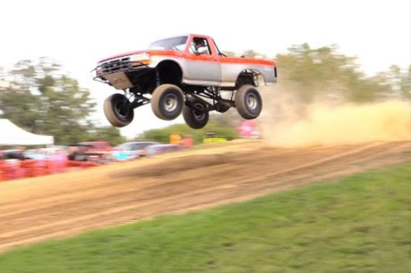 Truck Long Jump Competition Is Awesome! 1