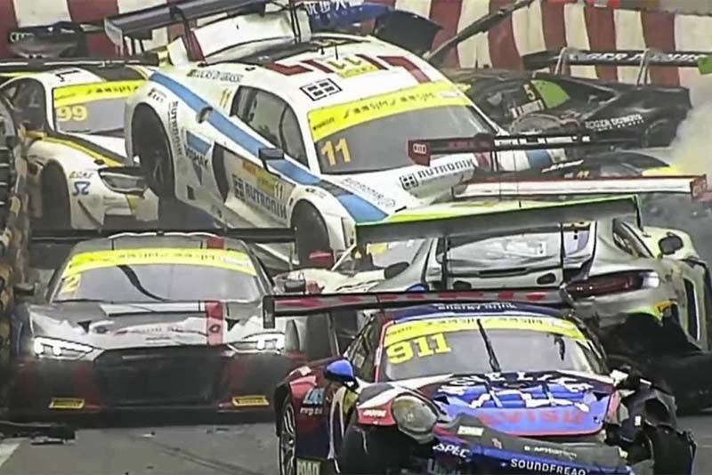 Massive Pileup At The 2017 FIA GT World Cup Macau Grand Prix 1